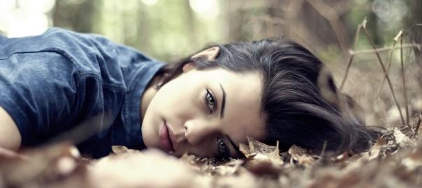 portrait-girl-brunette-green-eyes-nature-photo-wallpaper-1680x150