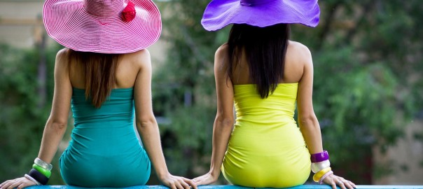 women_photography_from_behind_backview_bracelets_hats_colors_2560x1920_wallpaper_Wallpaper_2560x1600_www.wall321.com