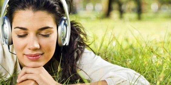 women-headphones-brunettes-photography-grass-girls-us-229124